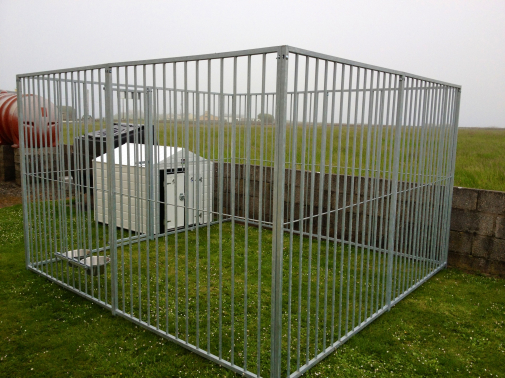Galvanised Dog Run & Medium White PVC Dog kennel