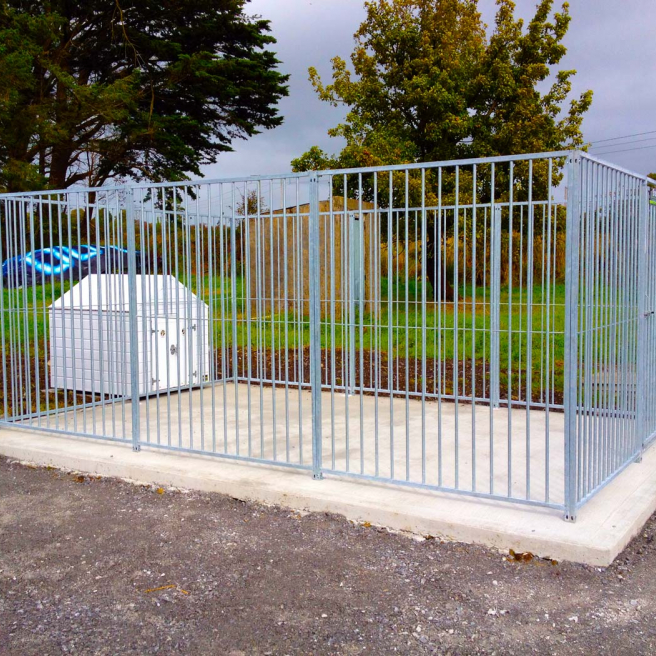 Galvanised Dog Run & Large White Pvc Dog kennel